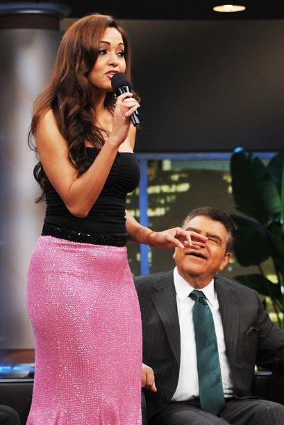 Karol Rosa roba los micrófonos al Don, y de paso, luce su lindo vestido...