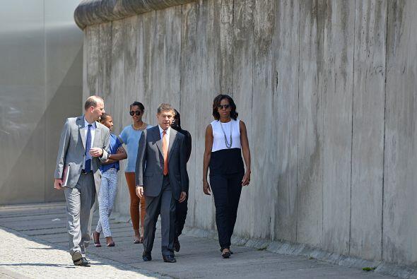 Michelle Obama paseó entre las más de 2,700 losas de hormi...