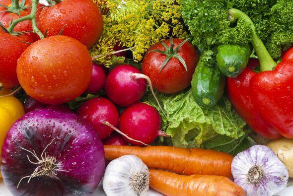 El AF se adquiere a través de la ingesta de alimentos y es necesa...