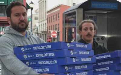 Restaurante regala pizzas a familiares y rescatistas luego de accidente...