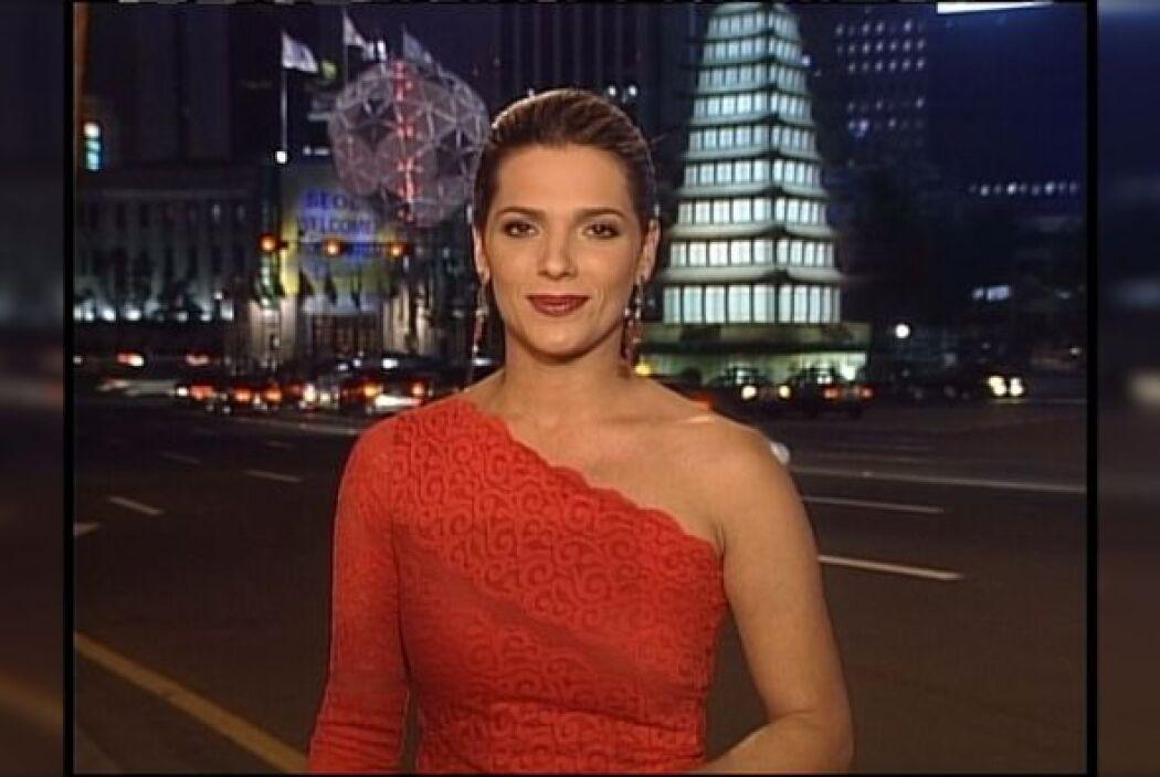 Muy elegante luce Bárbara durante la cobertura del mundial en Corea y Ja...