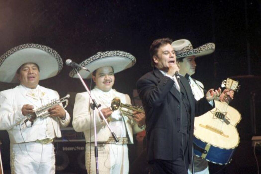 Ya sea con mariachi, balada u orquesta, 'JuanGa' siempre es un deleite e...