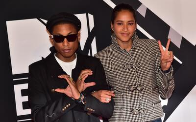 Pharrel Williams y Helen Lasichanh en la alfombra roja de los MTV Awards