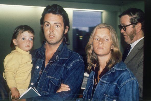 Heather McCartney es la primera hija de Paul McCartney.Mira aquí los vid...