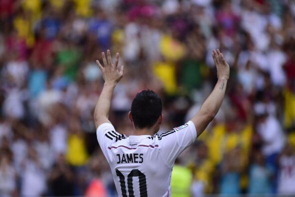 Miles de fanáticos le aplaudían apenas le vieron portando...