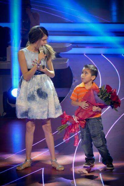 La cantante le dedicó su canción a su pequeño hermanito, Juan Francisco,...