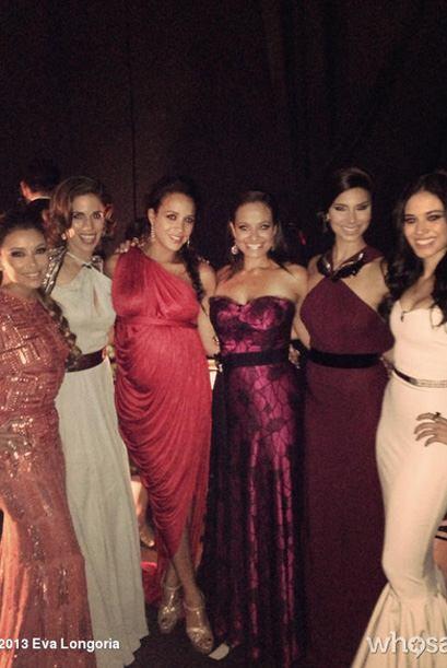"""Eva en backstage con las chicas de su show """"Devious Maids"""".Mir..."""