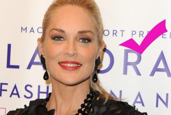 Sin duda la guapa de Sharon, ¡sigue hermosa! Más videos de...