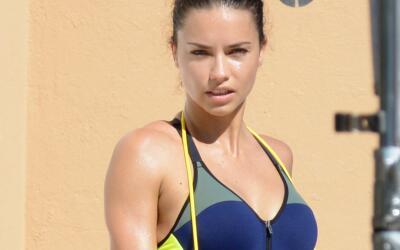 Adriana Lima en sesión de fotos para una marca de ropa atl&eacute...