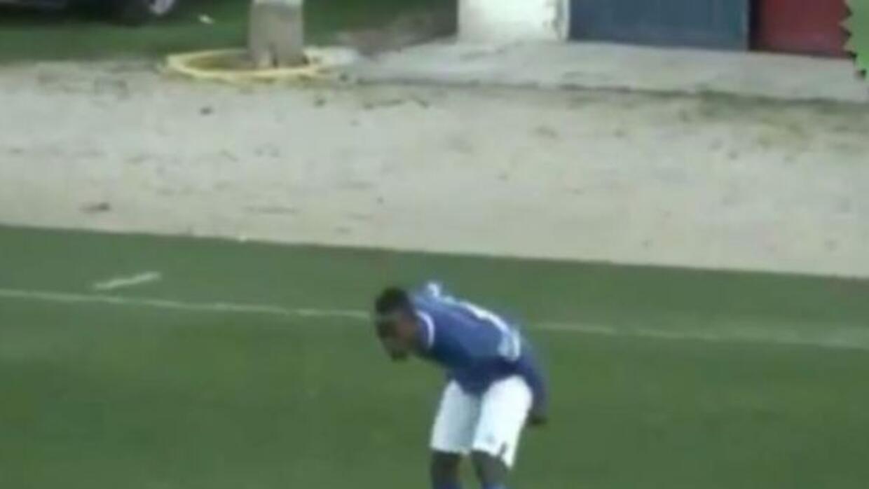 El africano fue expulsado por festejar su gol.