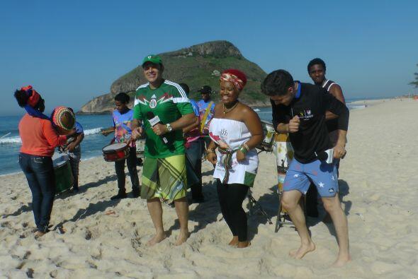 La mañana se pasó entre risas y baile desde la playa.