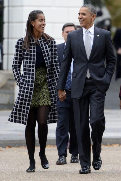 Por su parte Malia, la hija mayor, prefirió un abrigo negro con cuadros...