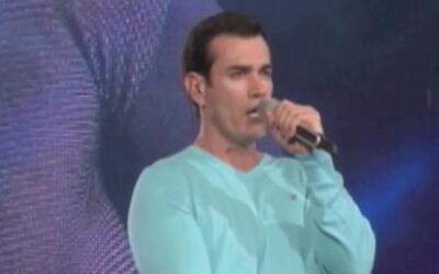 David Zepeda no quita el dedo del renglón y seguirá cantando