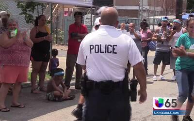 Policía de Philadelphia busca acercarse a la comunidad