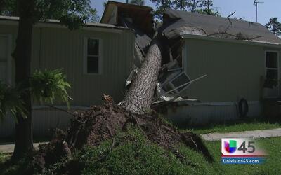 Un tornado en Tomball, Texas dejó muerte y destrucción a su paso