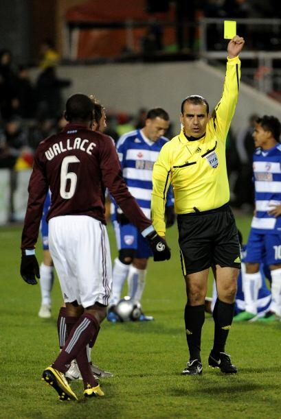 El partido se tornó un tanto agresivo en momentos, e incluso Colo...