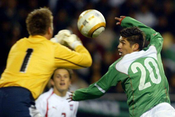 Oribe debutó en selección mexicana el 9 de marzo del 2005...