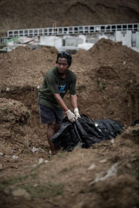 El gobierno filipino admitió haberse visto desbordado por el número de m...