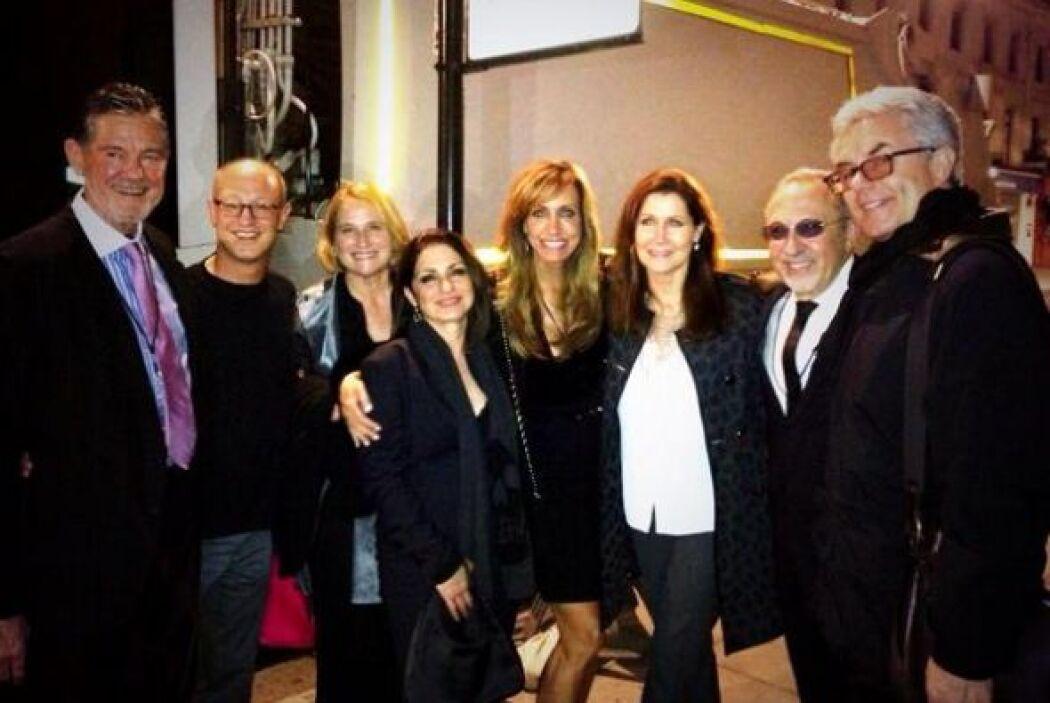 Y después del concierto se fue a celebrar con amigos y familia.