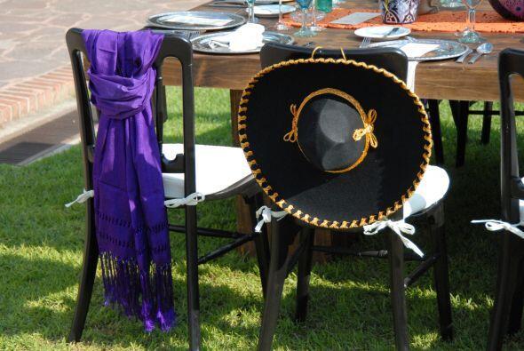 El ambiente era muy mexicano, no podían faltar los rebosos y sombreros d...