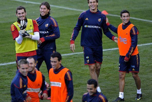 Risas y ambiente festivo en la selección que dirige Vicente del B...