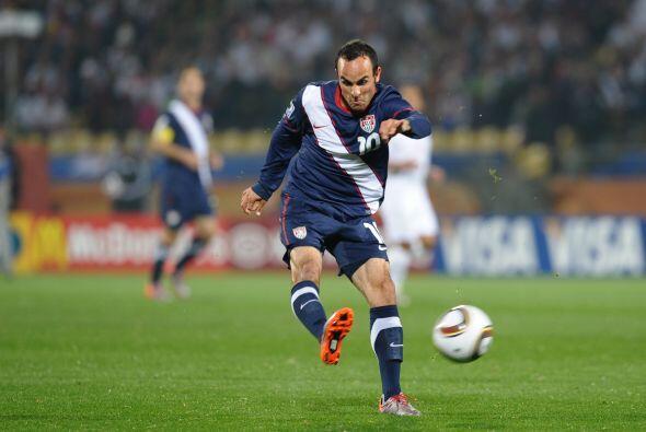 Durante este tiempo el jugador debutaría con la selección mayor en Copas...
