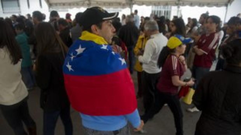 Vanezolanos votan desde Colombia.