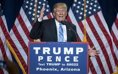 Donald Trump habla sobre inmigración en Phoenix, Arizona.