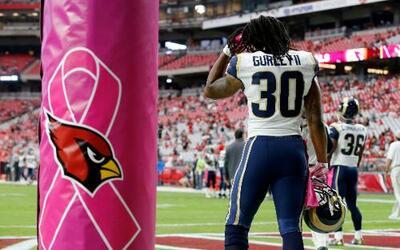 Empezó el mes de la concientización del cáncer de mama y la NFL se pintó...