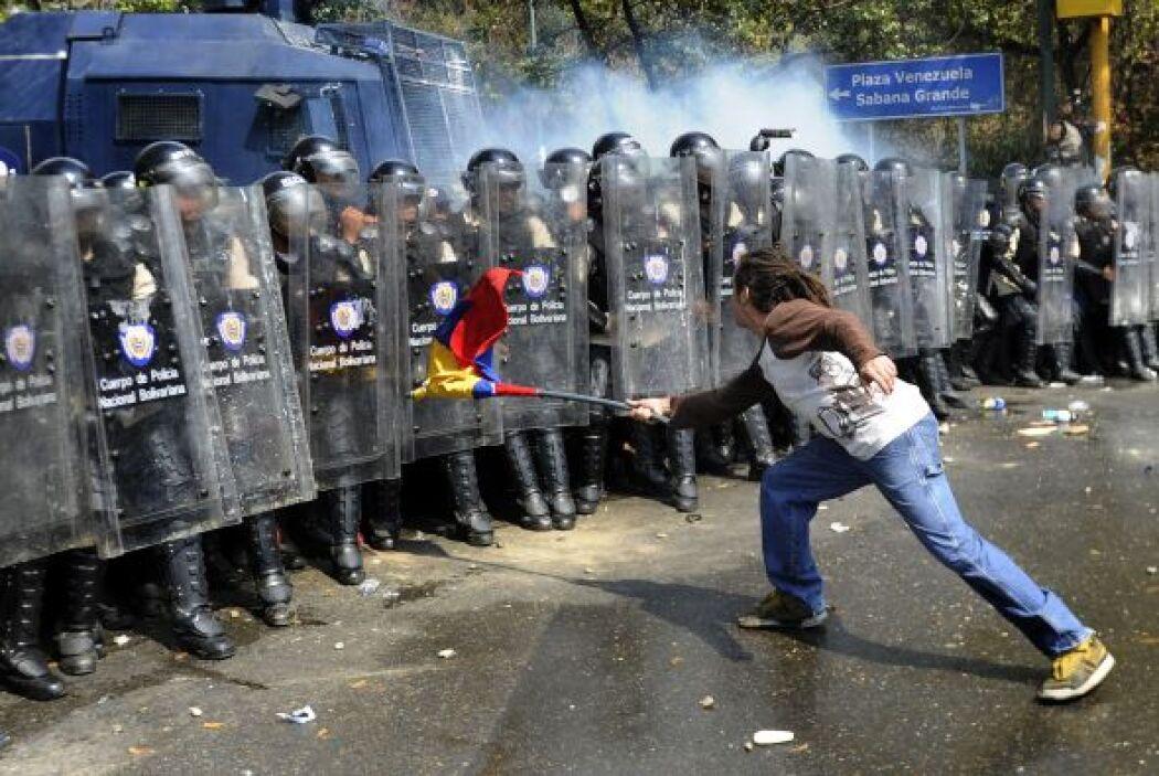 Además un grupo de manifestantes que trancaron vías mediante barricadas...