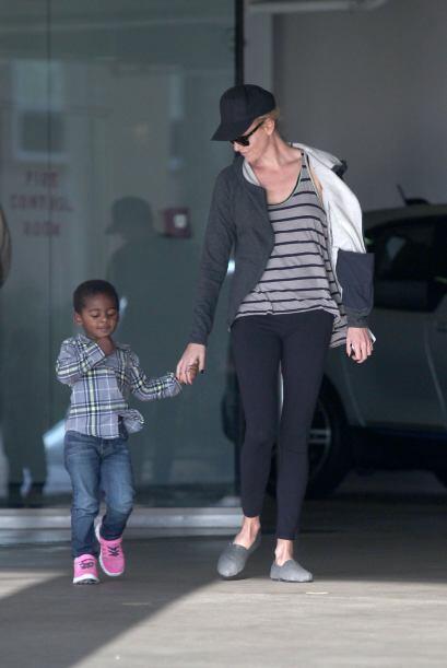 Charlize Theron resultó ser una madre ejemplar y mega divertida.