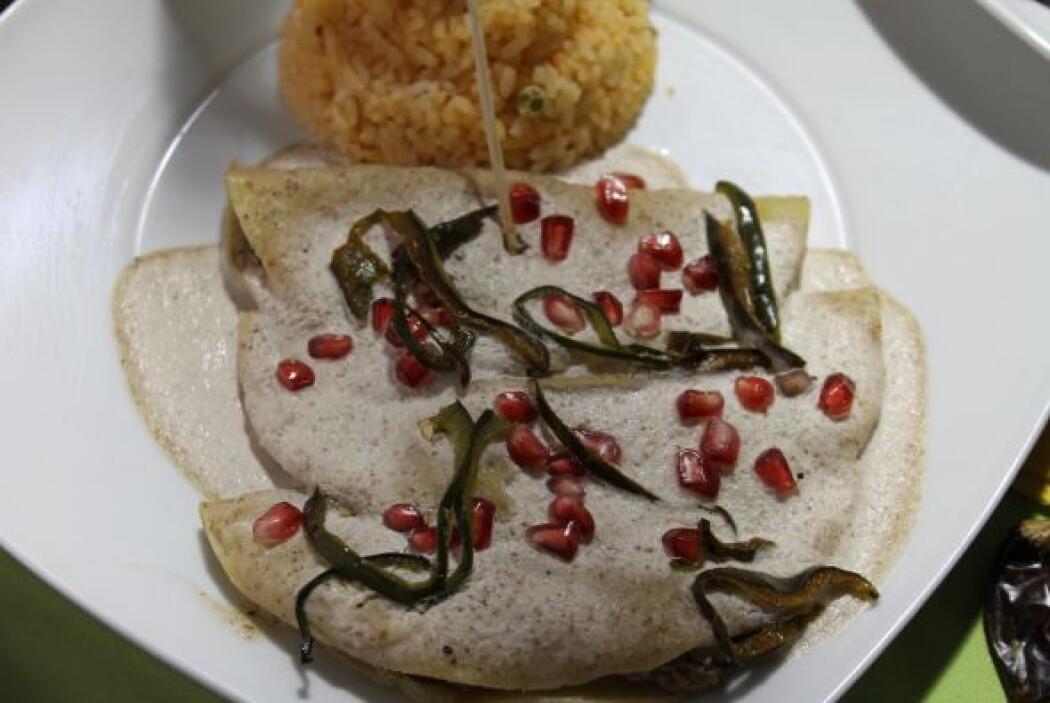 Más mexicano que la nogada no hay. Bueeeenooooo, sí hay: enchiladas de n...