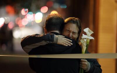 La noche del lunes se realizó una vigilia por las víctimas...