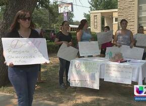 Exigen renuncia de maestra en Fort Worth