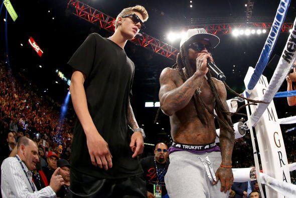 Justin Bieber y Lil Wayne. Más videos de Chismes aquí.