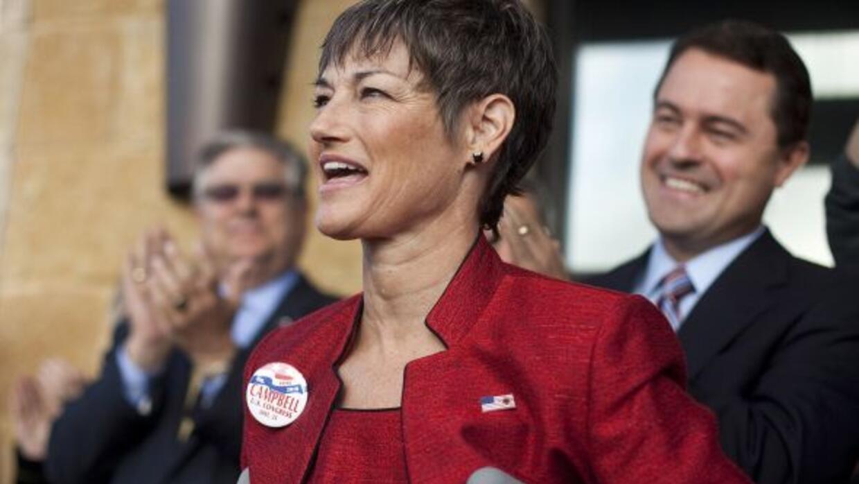 La senadora estatal Donna Campbell promueve una enmienda para defender l...