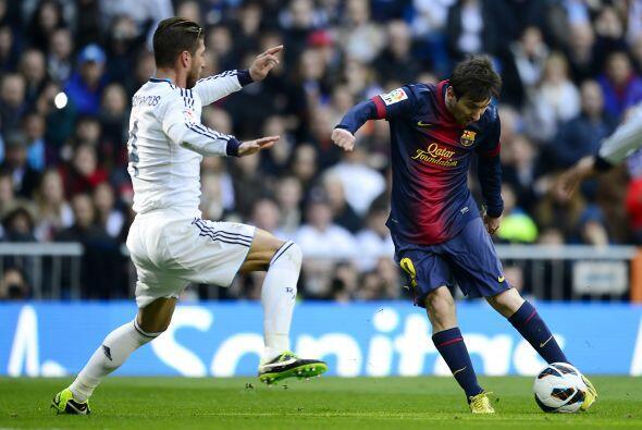 Una pequeña reacción de Messi puede valer un gol. El argentino se escabu...