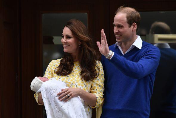 El mismo día que nació su bebita, ¡entaconada!