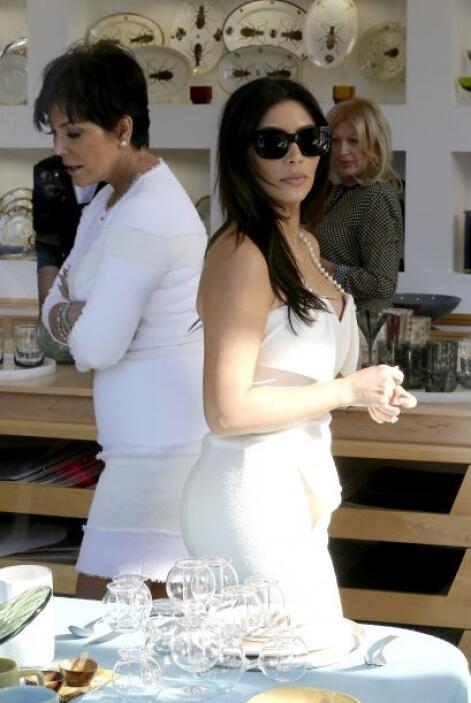 Por la cara de doña Kris, parece que Kim no se decide pronto. Más videos...