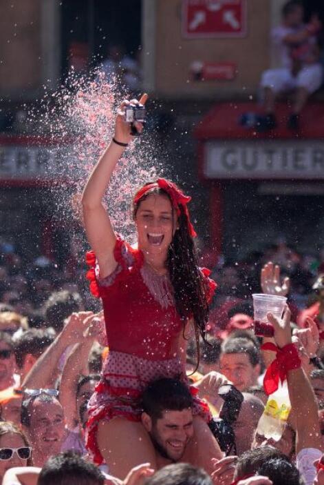 La fiesta de San Fermín arranca con una misa y termina con el cansancio...