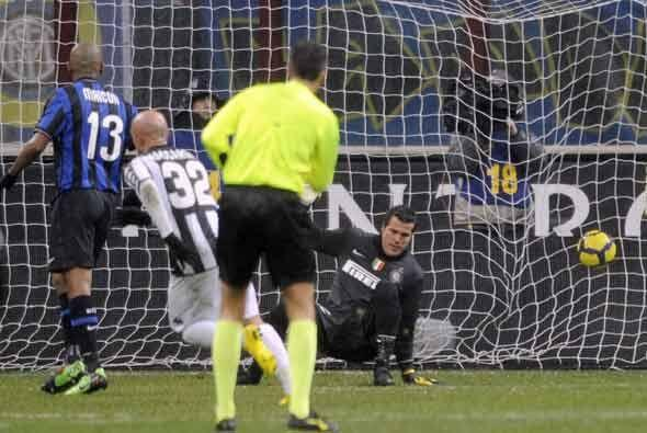 Maccarone hizo su segundo gol del partido y el Siena se puso arriba.