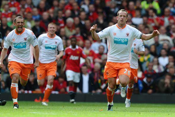 Y por ello jugaron con suplentes, pero el Blackpool, su rival, peleaba e...