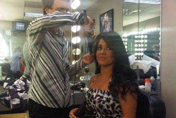 Carolina Sandoval llegó puntual a los estudios para ser maquillada antes...