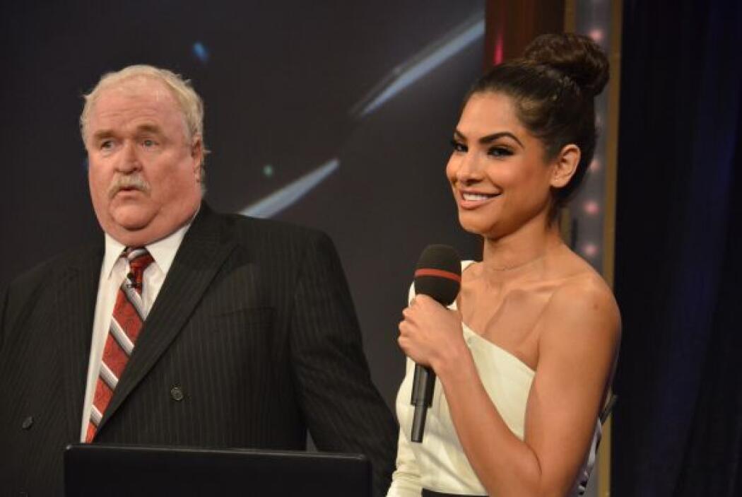 Las caras de Joe Harper y Alejandra Espinosa muestran su asombro por la...