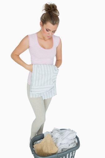 Asegúrate de separar la ropa en cestos diferentes clásific...