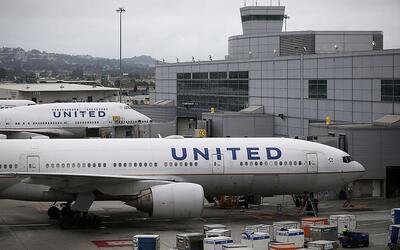 La aerolínea United generó polémica cuando prohibi&...
