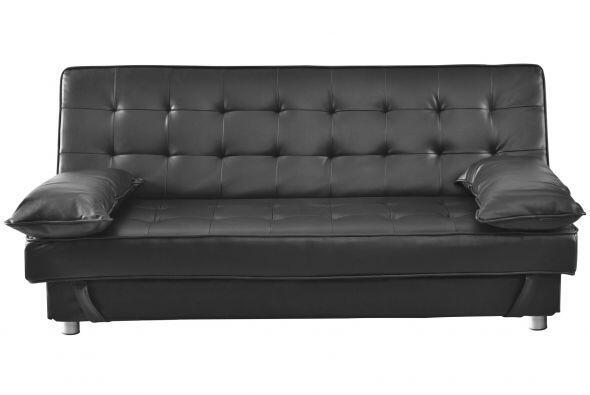 Futón ¡súper cómodo! Coloca un sofá-cama o un futón frente a la TV, para...