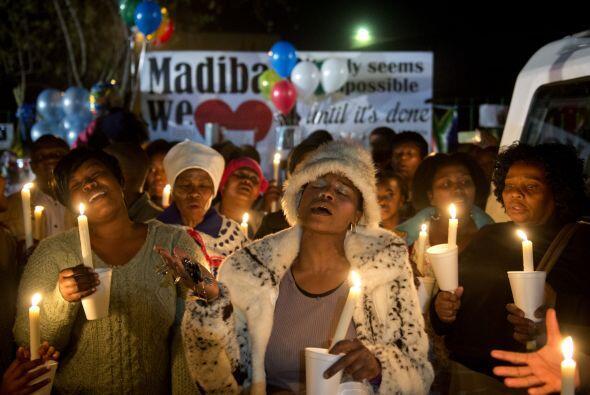 Ante el deterioro de la salud de Nelson Mandela, los sudafricanos rezan...