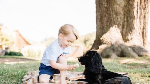 El príncipe George con su perro Lupo