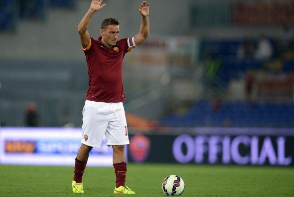 El eterno capitán de la Roma, considerado uno de los mejores jugadores d...